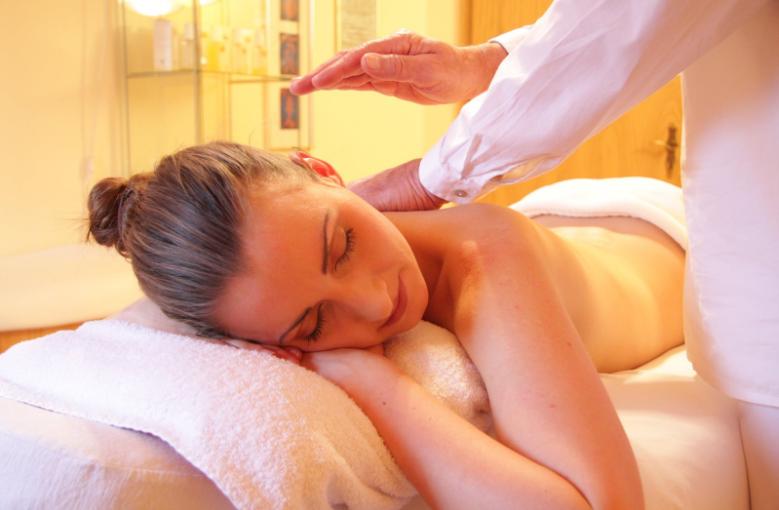 Tehnici eficiente de masaj terapeutic efectuat la tine acasa