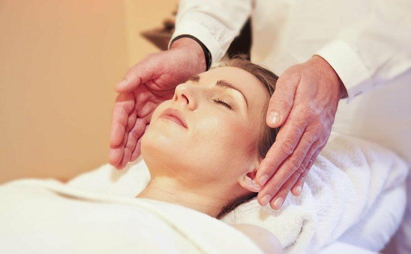 Beneficiile reflexoterapiei: de ce să alegi un fotoliu de masaj cu această funcție